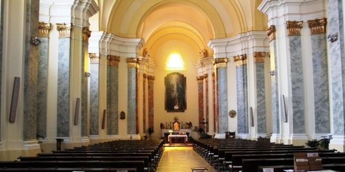 50_procent_af_polakkerne_gaa_i_kirke