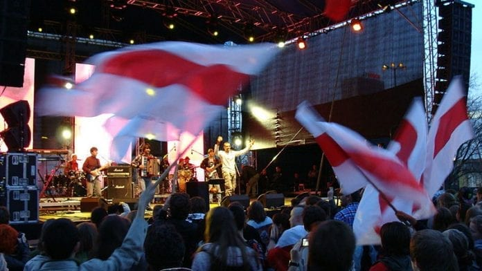 800px-Solidarni_z_Białorusią_2012_Warszawa_16