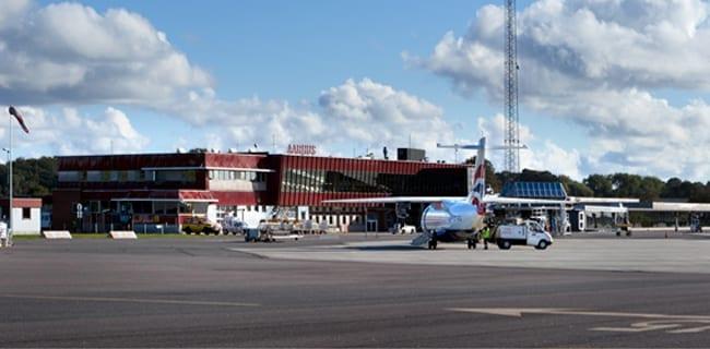 Aarhus_Lufthavn_-_Lech_Walesa_Airport_Gdansk_polennu