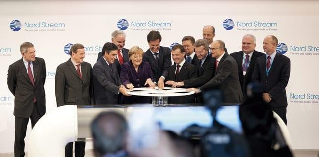 Angela_Merkel_og_Dmitrij_Medvedev_åbner_Nordstream_gasledningen_polennu