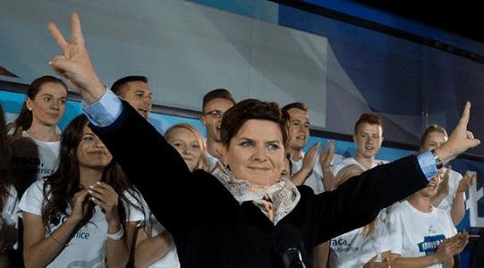 Beata_Szydlo_fra_Lov_og_Retfærdighed_PiS_vinder_valg_i_Polen_ifølge_måling_4
