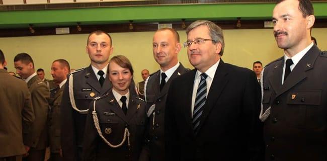 Bronislaw_Komorowski_Polens_præsident_ved_polske_forsvar_jul_polennu