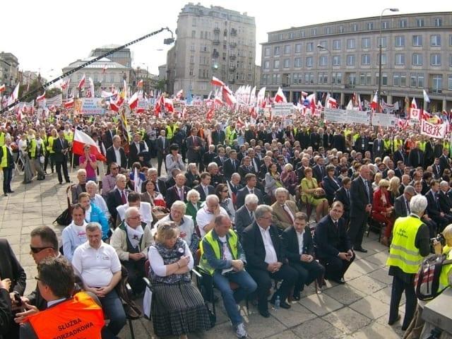 Demonstration_i_Warszawa_Solidarnosc_Polen_polennu