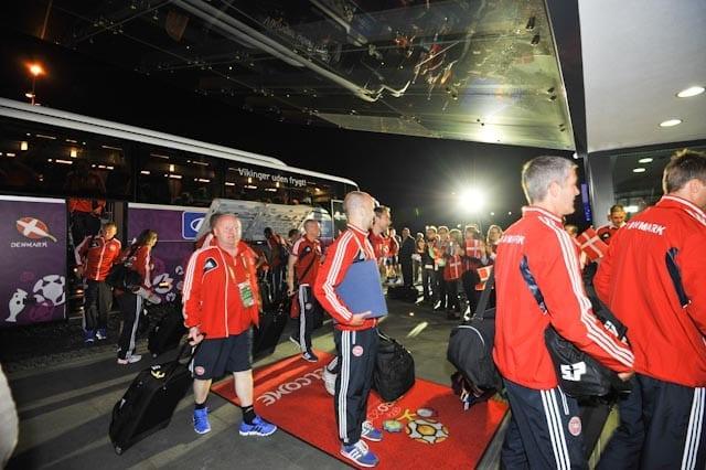 Det_danske_fodbold_landshold_kommer_til_Hotel_Marine_efter_kampen_over_Holland_Radoslaw_Nykiel_polennu