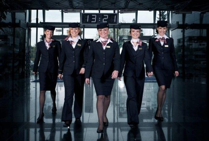 Det_nationale_luftfartsselskab_i_Polen_LOT_får_nye_uniformer_polennu