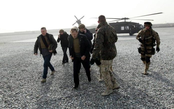 Donald_Tusk_i_Afghanistan_på_julevisit_2011_Polen_polennu
