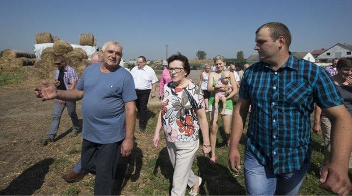 Ewa_Kopacz_besøger_landmænd_ramt_af_tørken