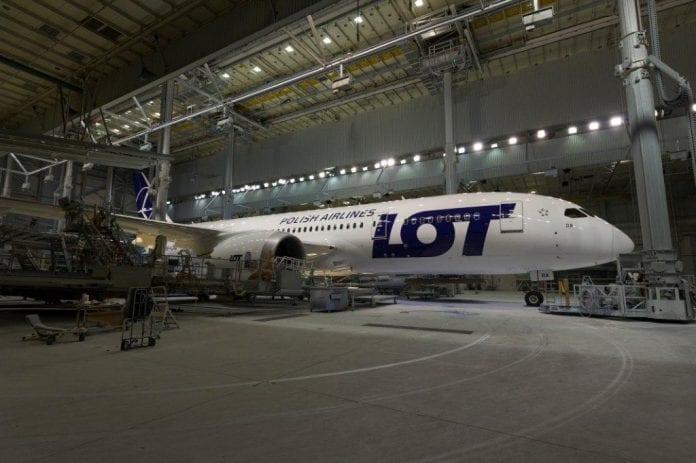 Første_LOT_Boeing_787_Dreamliner_polen_polennu