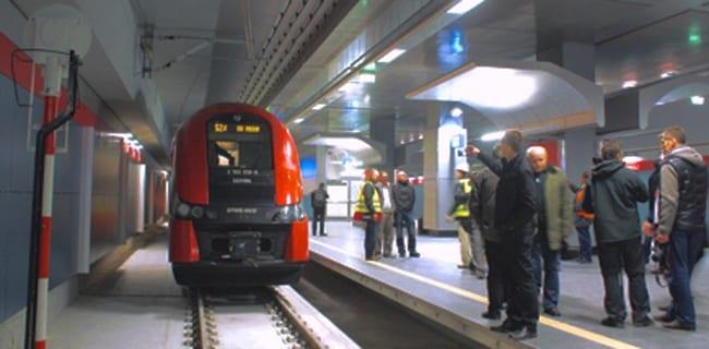 Første_tog_til_Warszawa_internationale_lufthavn_Polen_polennu