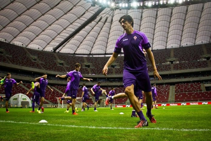 Fiorentina_på_stadion_i_Warszawa_Jakub_Wozniak_polennu