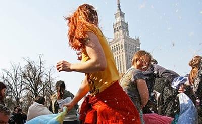Gadekampe_i_Warszawa_med_puder