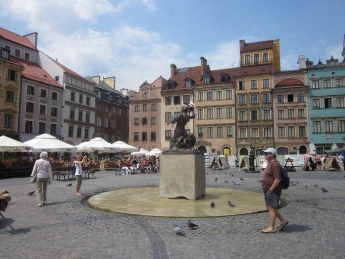 Gamle_bydel_i_Warszawa_Peter_Malberg_polennu