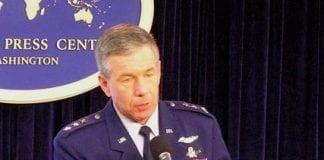 General_Henry_Obering_USA_besøgte_igår_Polen_ved_Østersøkysten