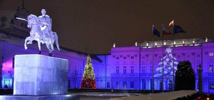 Jul_ved_præsidentpaladset_2012_Polen_Warszawa_polennu
