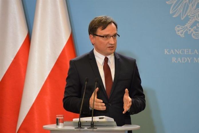 Justits_minister_får_kontrol_med_anklagemyndigheden_i_ny_lov_i_Polen