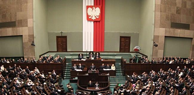 Korset_i_parlamentet_Polen_Sejmen