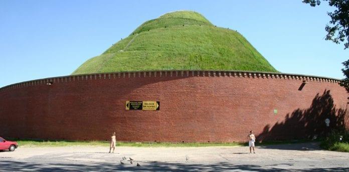 Krakow_Krak_Mound_bliver_ikke_til_bryster_i_Polen_polennu