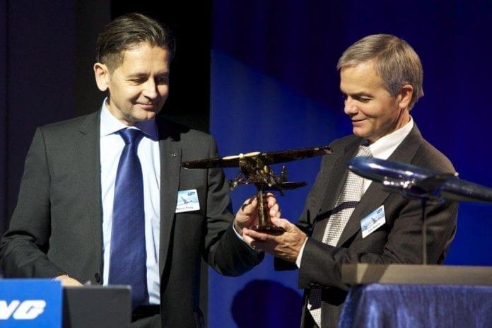 LOT_har_fået_nøglerne_til_den_første_Boeing_Dreamliner_i_Europa