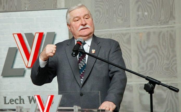 Lech_Walesa_i_spidsen_for_polsk_delegation_til_Tunesien