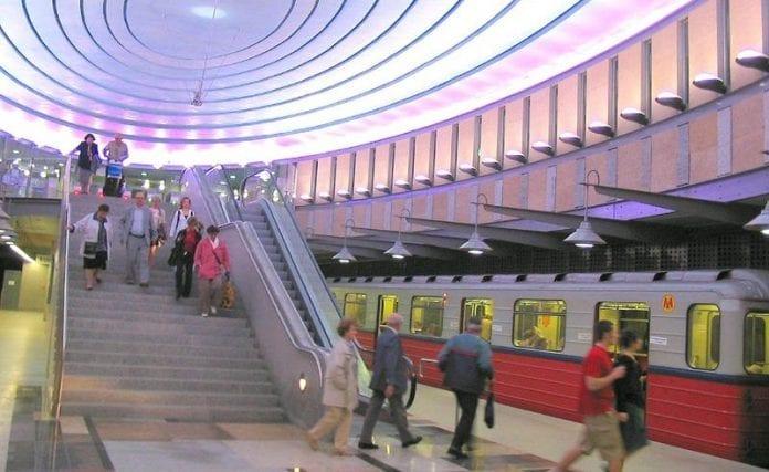 Metrostationen_i_Warszawas_nye_fodboldstadion