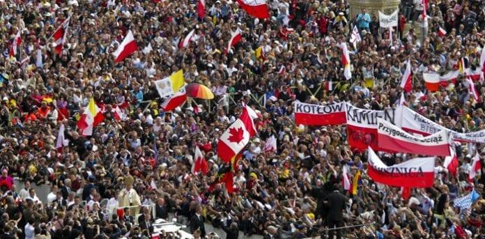 Pave_John_Paul_II_hyldes_under_saliggørelsen_1_maj_2011