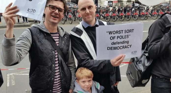Polakker_på_gaden_for_demokrati_og_imod_regeringen_3