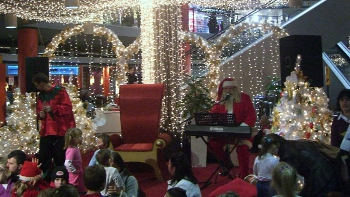 Polakkerne_deler_med_børn_og_fattige_op_til_jul