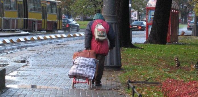 Polakkerne_støtter_de_fattige_i_Polen_polennu