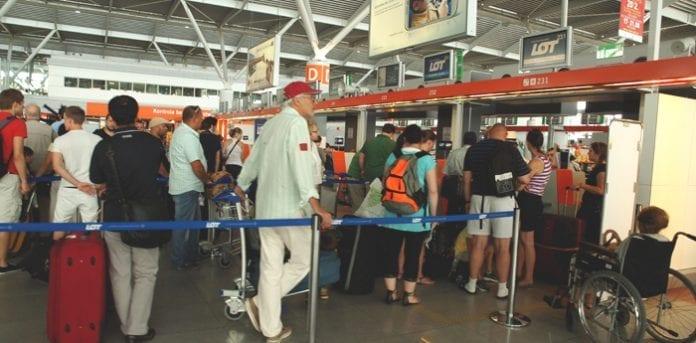 Polen_lufthavn_passagerer,_Foto_Martin_Bager