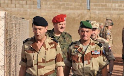 Polens_general_Boguslaw_Pacek_hædret_af_Frankrigs_præsident