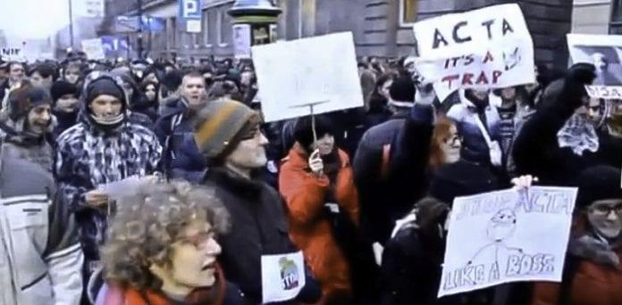 Polens_regering_undskylder_nu_for_processen_om_ACTA_aftalen_der_begrænser_friheden_på_internettet