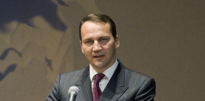 Polens_udenrigsminister_Radoslaw_Sikorski_roses_for_indsats_i_Syrien_konflikt_4