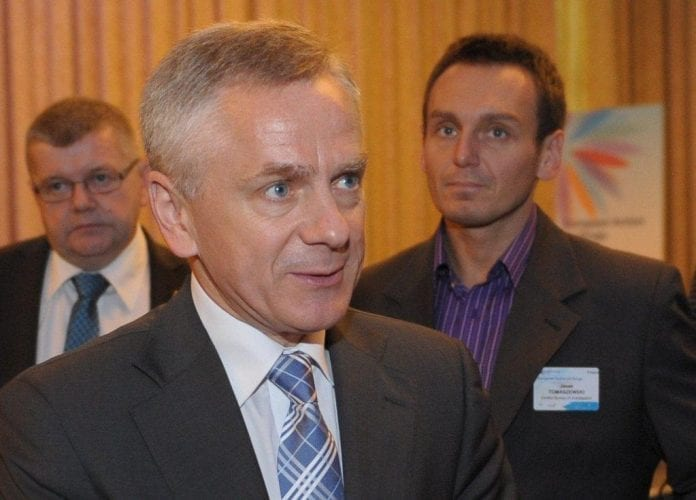 Polens_viceindenrigsminister_Adam_Rapacki_trækker_sig_Foto_Jens_Mørch_polennu