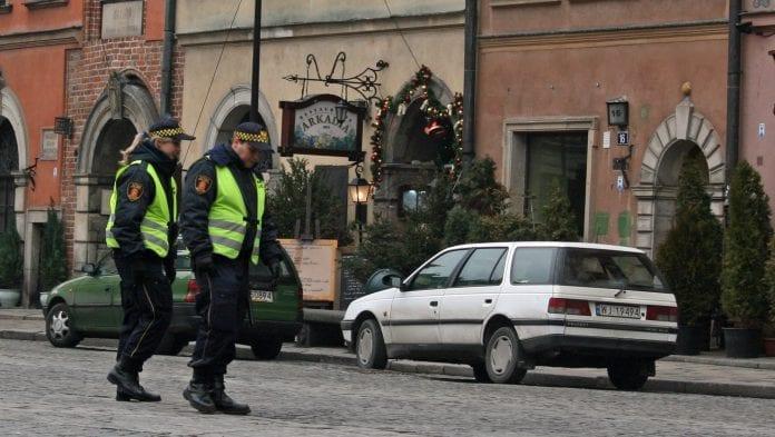 Politi_på_gaden_i_den_polske_by_Krakow