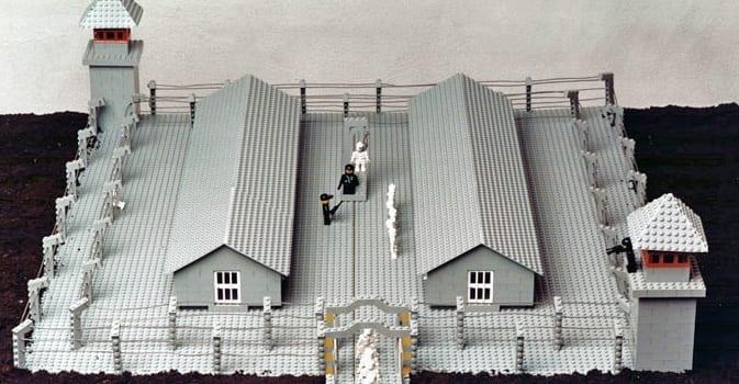 Polsk_kunstmuseum_køber_koncentrationslejr_i_Lego