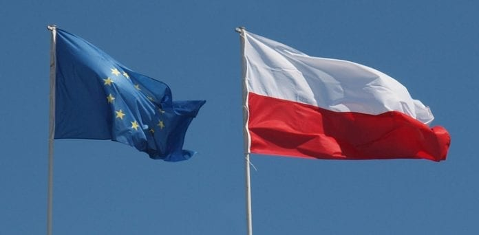 Polsk_og_EU_flag_Martin_Bager