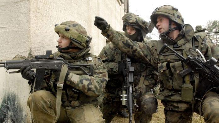 Polske_soldater_på_arbejde_i_Afghanistan