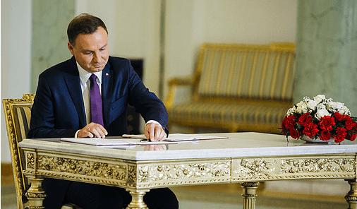 Præsident_Andrzej_Duda_har_blokeret_Højesteret_i_Polen_polennu