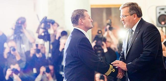 Præsidenten_takker_besætningen_på_nødlandet_fly