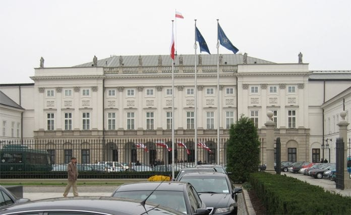 Præsidentpaladset_i_Warszawa_viser_det_runde_bord_frem_for_publikum_på_20_års_dagen_for_rundsbordssamtalernes_afslutning