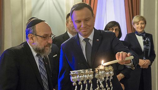 Præsient_Duda_i_Polen_fejrer_jødisk_lys-fest_Chanuka