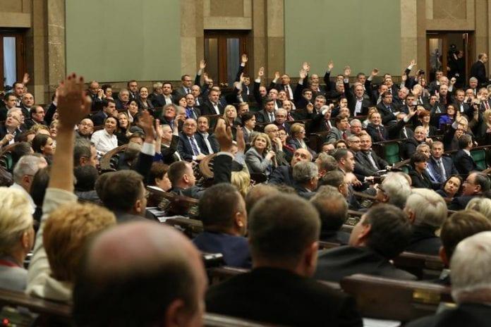 Regeringen_vadt_afstemning_i_Polens_parlament_om_skole-alder