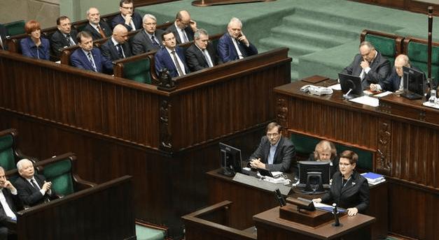 Statsminister_i_polen_Beata_Szydlo_fremlægger_i_Sejmen