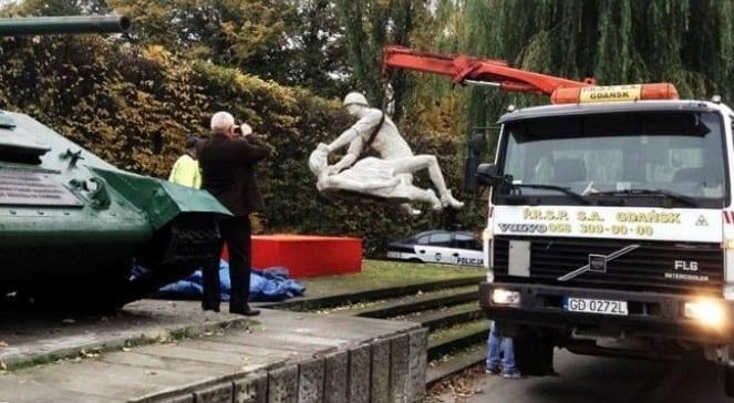 Statue_af_voldtægt_fra_Den_Røde_Hær_er_fjernet_i_Gdansk