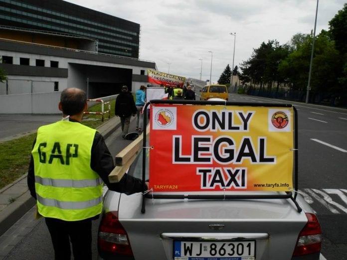 Taxa_chauffører_i_Krakow_i_Polen_demonstrerer_mod_Uber