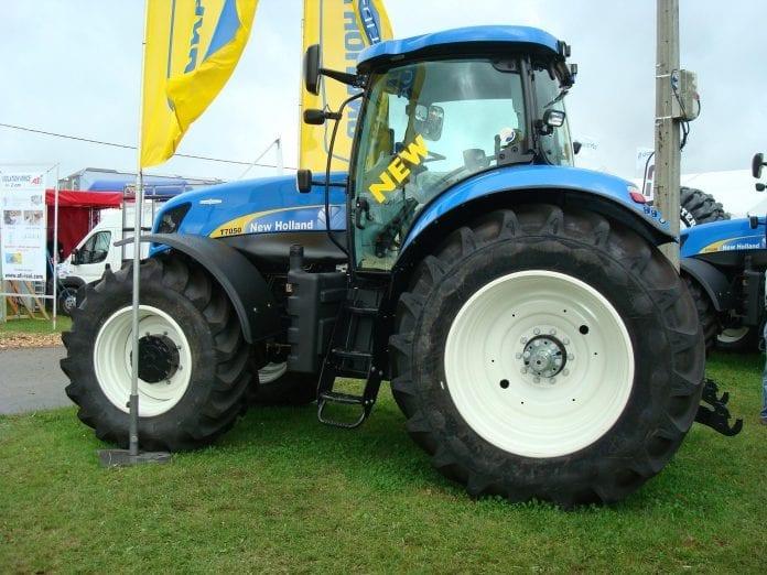 Traktor_New_Holland_T7050