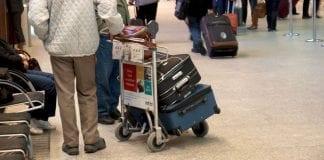 Ventende-turister-i-lufthavn