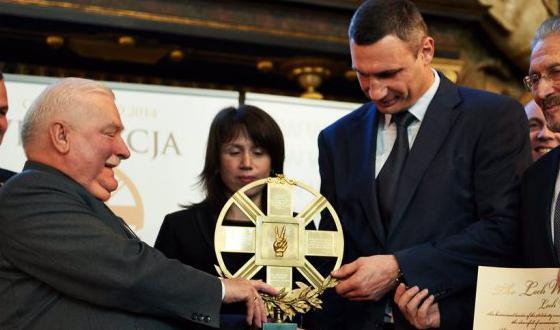 Vitali_Klitschko_Lech_Walesa_pris_2014_ukraine_polen