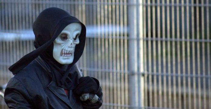 biskop__advarer_mod_Halloween