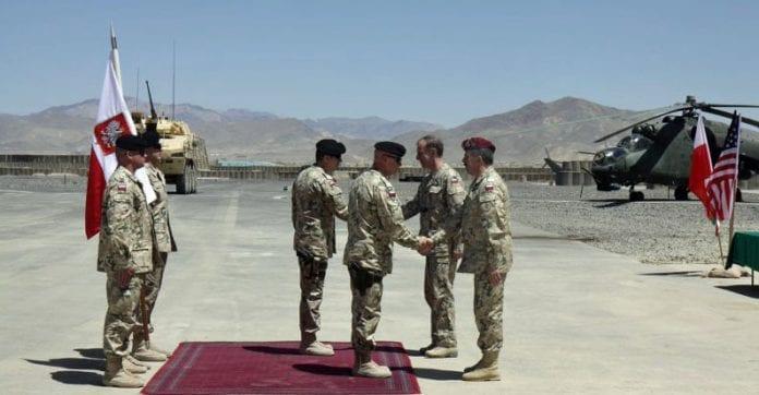 polens_forsvarsminister_besøger_tropperne_i_Afghanistan